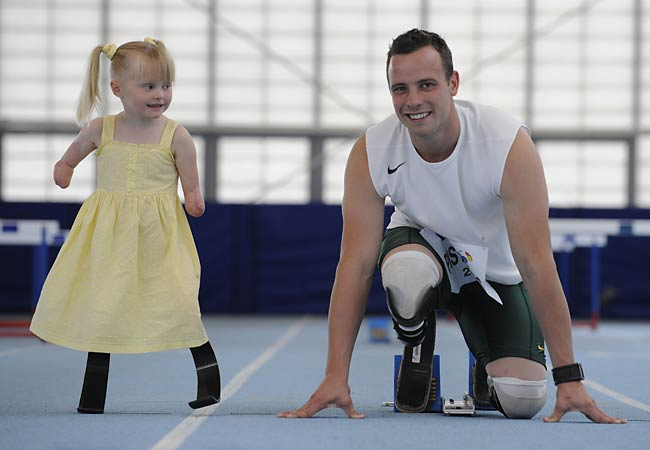 Oscar's visit with Ellie May is one of the most moving images I've ...: benkmoser.com/blog/legless-olympian-oscar-pistorius-visits-little...